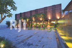 Area terbuka sebagai venue berbagai event di Lakers Cafe@BSB Village Semarang